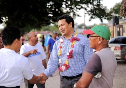 mr-shuman-greets-supporters-in-pakuri-village