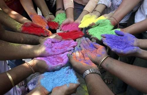 Hindus call off Holi Celebrations