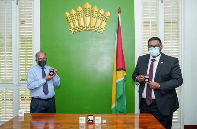 President receives 50th Republic anniversary commemorative coins