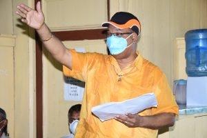 Public Works Minister, Juan Edghill, addressing residents of Leguan
