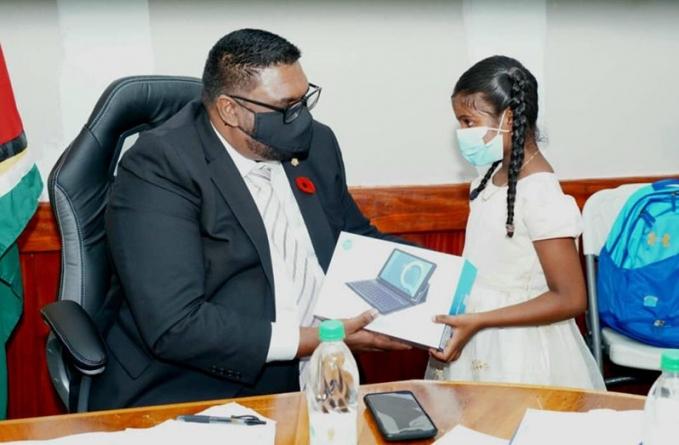 President gifts young Tashmini Sewah a 'tablet'
