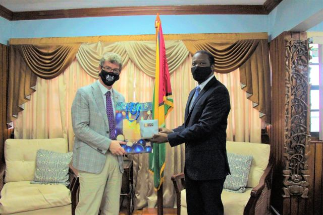 UK envoy pays farewell courtesy call on Foreign Minister