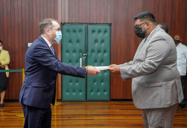 New Canadian High Commissioner accredited