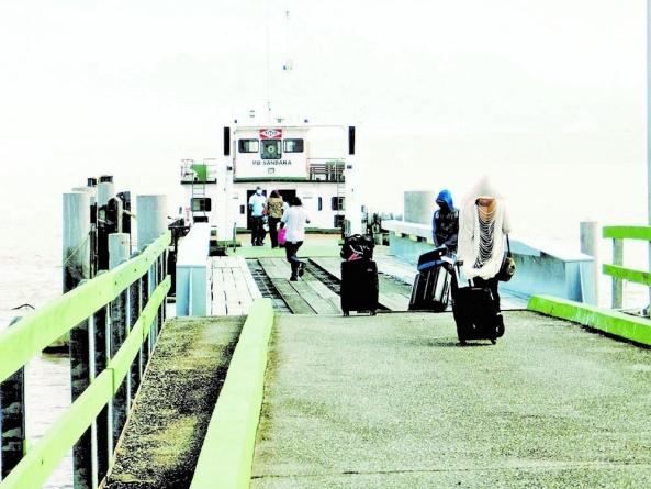 Guyanese, Surinamese take advantage of reopening of ferry service