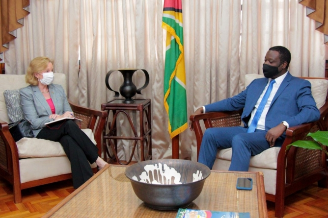 US Ambassador calls on Foreign Minister