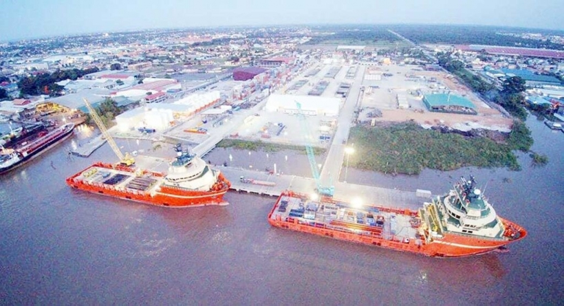 Exxon looks to private partners for shore bases