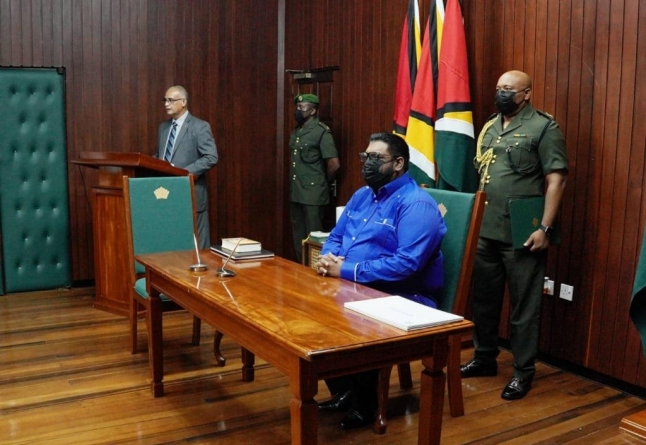 President swears in Local Gov't Commission