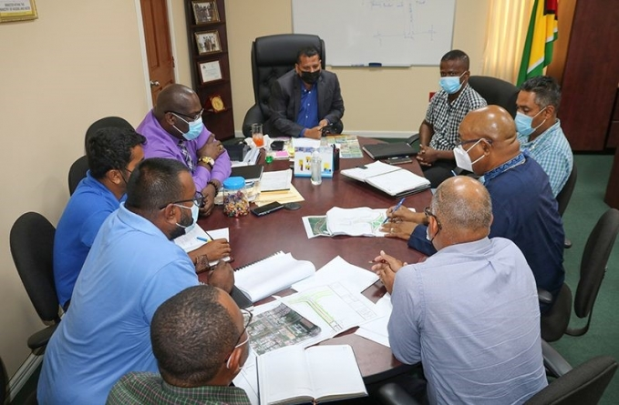 Inter-ministerial meeting zones in on new East Bank Road link