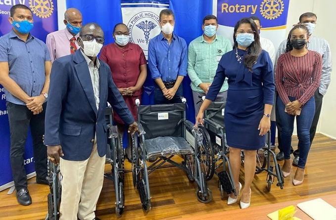Rotary Club, Mohan Thani foundation donate 30 wheelchairs to GPHC