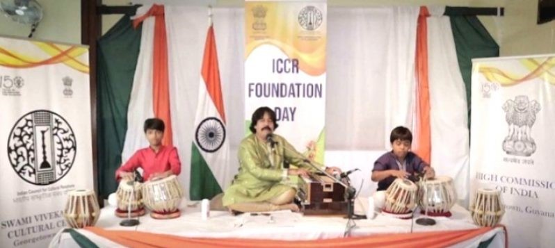 Bollywood's Amjad Ali Warsi is here to teach us tabla