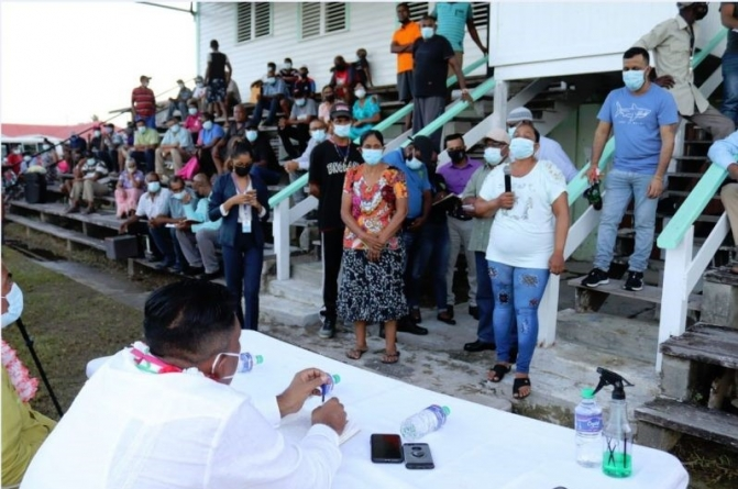 Sacked Enmore Estate sugar workers engage 'Agri' Minister
