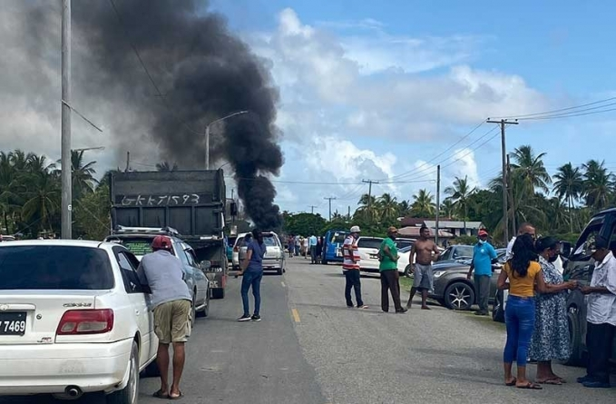 Essequibo business community urges Dartmouth protestors to clear road