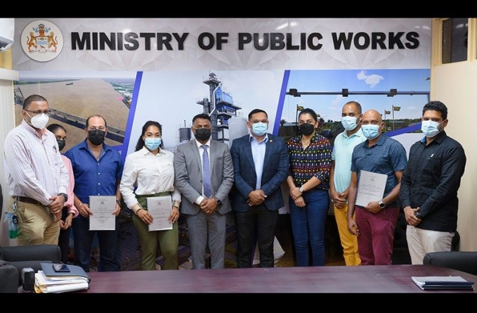 Over $200M in contracts signed for major road works